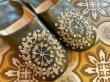 画像2: モロッコ バブーシュ ダークグリーン×シルバースパン×ベージュ刺繍 (2)